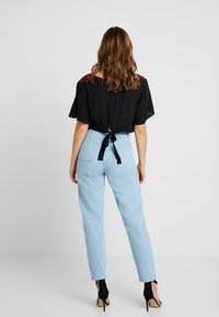 Miss Selfridge - WAIST SEAM MOM  - Džíny Relaxed Fit - blue - 3