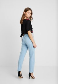 Miss Selfridge - WAIST SEAM MOM  - Džíny Relaxed Fit - blue - 2