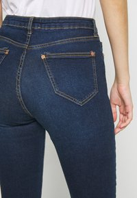 Miss Selfridge - JELLY RIPPED LIZZIE - Jeans Skinny Fit - blue - 3