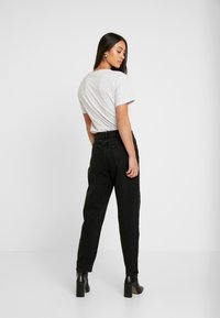Miss Selfridge - ARLOW MOM - Jeans relaxed fit - black - 2