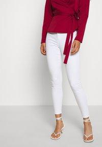 Miss Selfridge - LIZZIE - Jeans Skinny Fit - white - 0