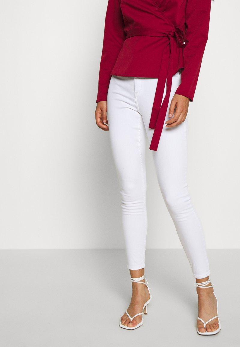 Miss Selfridge - LIZZIE - Jeans Skinny Fit - white