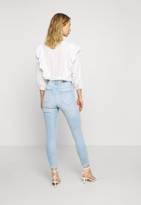 Miss Selfridge - SOL LIGHT WASH RIPPED - Jeans slim fit - blue - 2