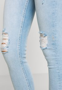 Miss Selfridge - SOL LIGHT WASH RIPPED - Jeans slim fit - blue - 3