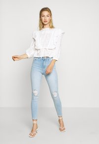 Miss Selfridge - SOL LIGHT WASH RIPPED - Jeans slim fit - blue - 1