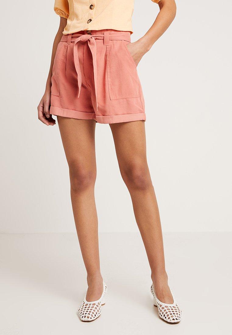 Miss Selfridge - TENCEL PAPER BAG SHORT - Shorts - pink