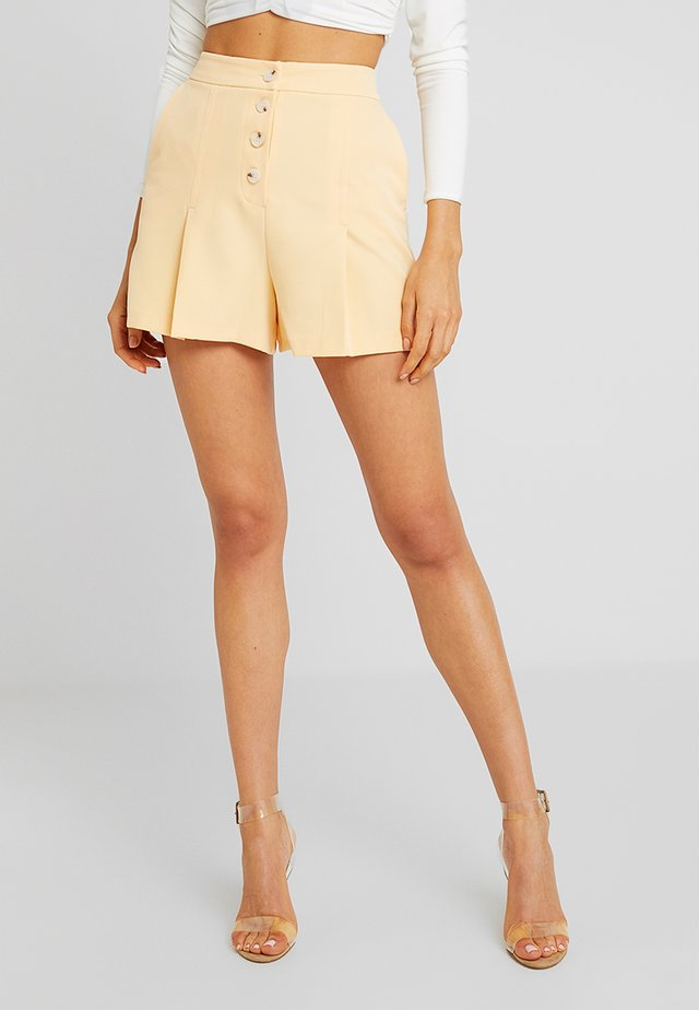 CLEAN BUTTON FRONT SHORT - Shorts - yellow