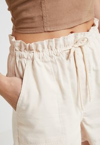 Miss Selfridge - ROPE TIE - Shorts - off white - 3