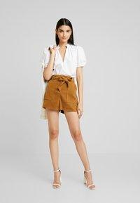 Miss Selfridge - Shorts - tan - 2