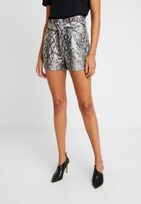 Miss Selfridge - SNAKE PAPERBAG - Shorts - snake - 0