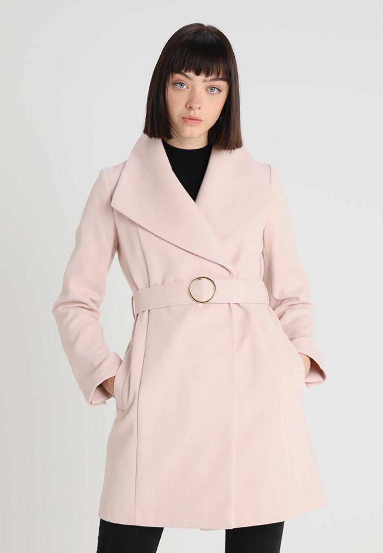 Miss Selfridge - WRAP COAT - Kurzmantel - blush