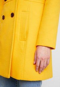 Miss Selfridge - GEORGIA PEA - Mantel - mustard exclusive - 5