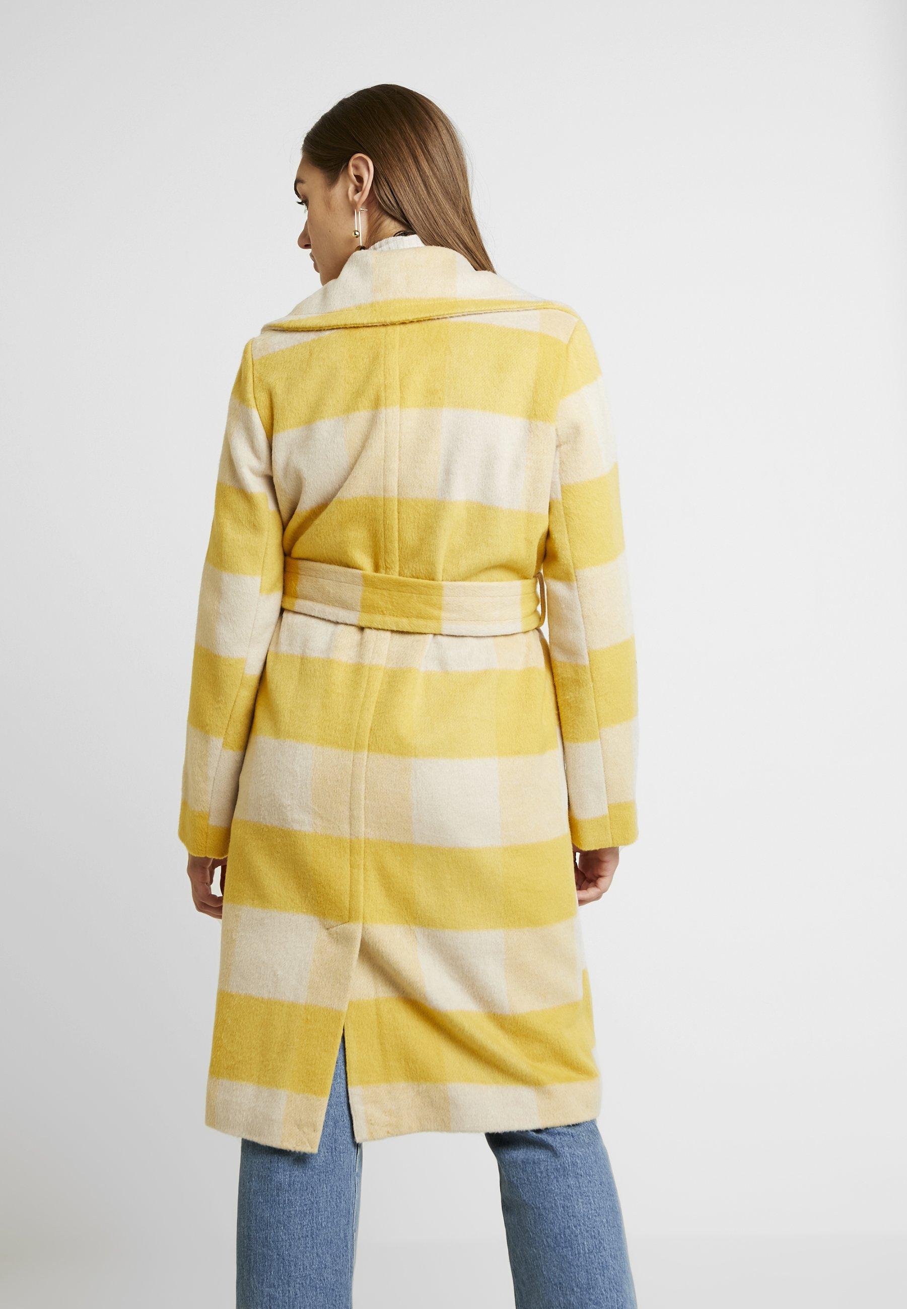 Miss Selfridge BOLD CHECK BELTED ROBE COAT - Wollmantel/klassischer Mantel ochre/cream