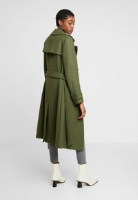 Miss Selfridge - BELTED COAT - Trenchcoat - forest green - 2