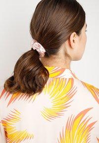 Miss Selfridge - SILKY SCRUNCHIE 3 PACK - Haar-Styling-Accessoires - multi - 1