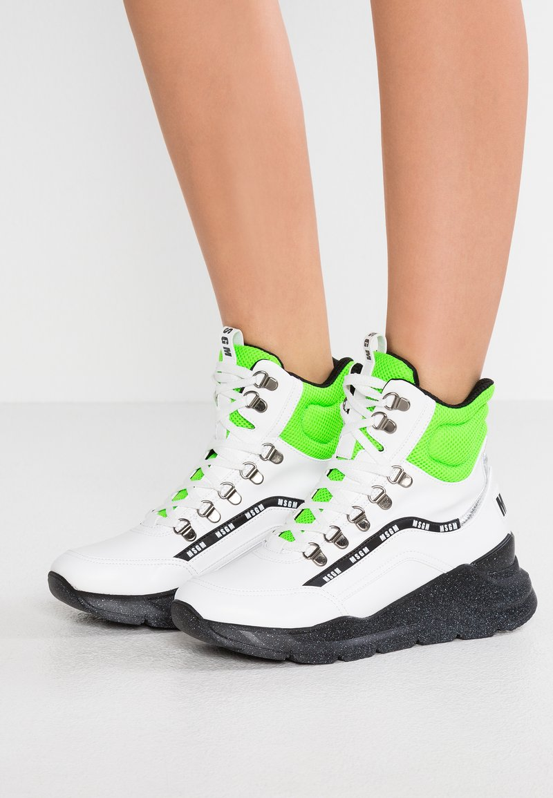 MSGM - CHUNKY RUNNING LACE UP MID - Sneakersy wysokie - white/neon green