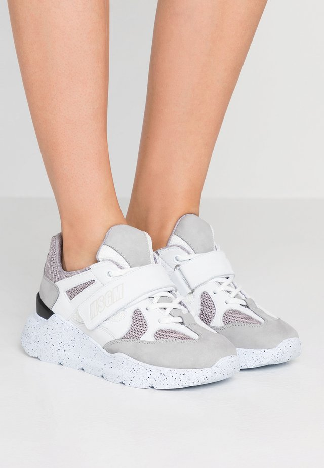 RUNNING - Sneaker low - grey