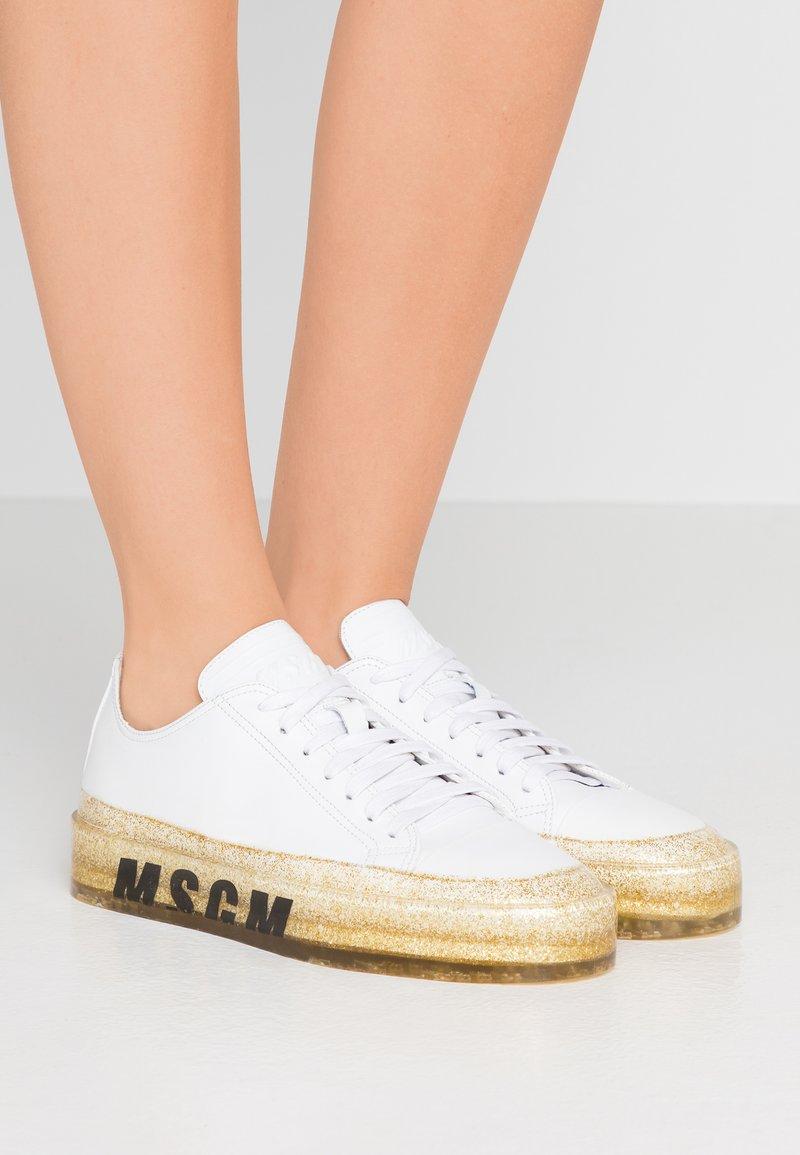 MSGM - Sneaker low - white/gold glitter