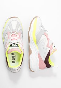 MSGM - SCARPA DONNA WOMAN`S SHOES - Sneakers - burgundy/white/pink - 3