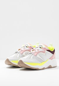 MSGM - SCARPA DONNA WOMAN`S SHOES - Sneakers - burgundy/white/pink - 4