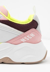 MSGM - SCARPA DONNA WOMAN`S SHOES - Sneakers - burgundy/white/pink - 2