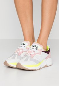 MSGM - SCARPA DONNA WOMAN`S SHOES - Sneakers - burgundy/white/pink - 0