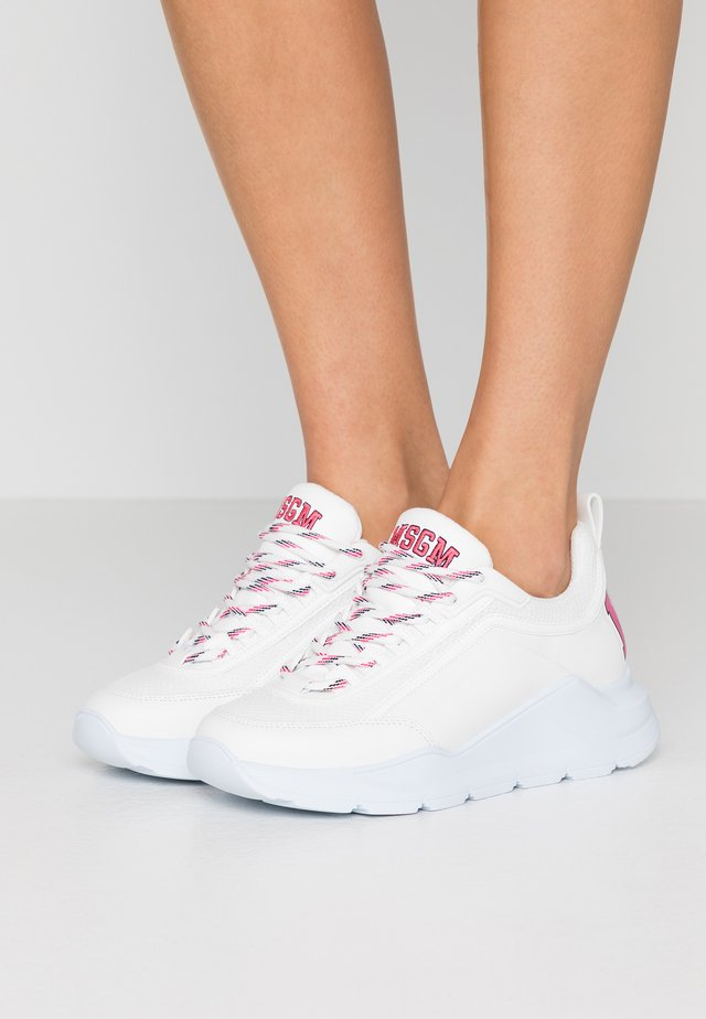 SCARPA DONNA WOMAN`S SHOES - Joggesko - white