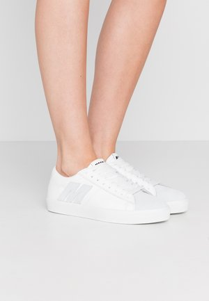 SCARPA DONNA SHOES - Sneakers - white/black