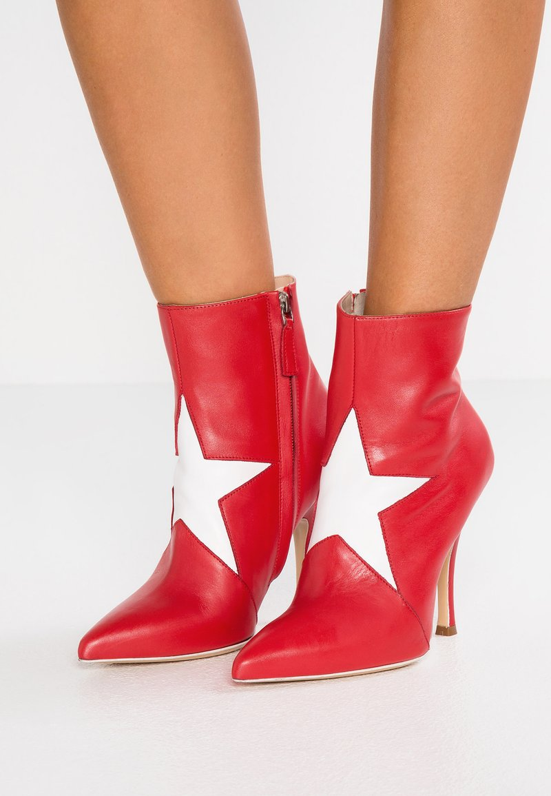 MSGM - STAR BOOTIE - High heeled ankle boots - red/white
