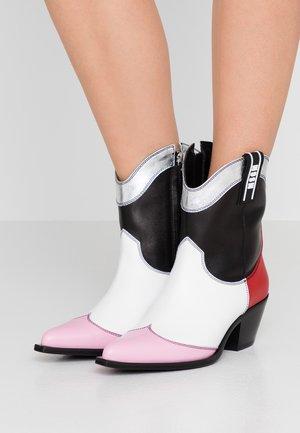 Cowboystøvletter - black/red/pink