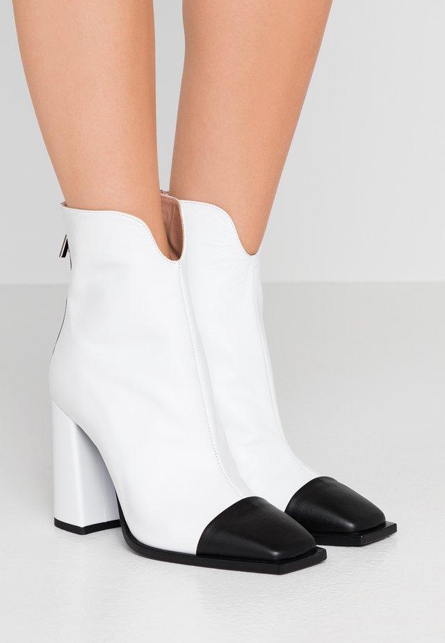 High Heel Stiefelette - white