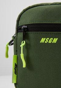 MSGM - Umhängetasche - army - 2