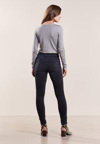 Mother - LOOKER - Jeans Skinny Fit - blackbird - 2