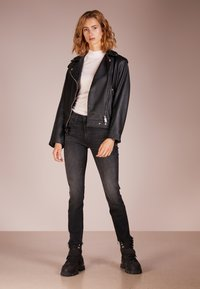 Mother - RASCAL ANKLE SNIPLET - Jean droit - night - 1
