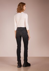 Mother - RASCAL ANKLE SNIPLET - Jean droit - night - 2
