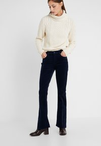 Mother - THE WEEKENDER FRAY JEAN - Relaxed fit jeans - navy - 0