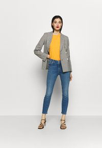 Mother - THE LOOKER CROP  - Skinny džíny - blue denim - 1