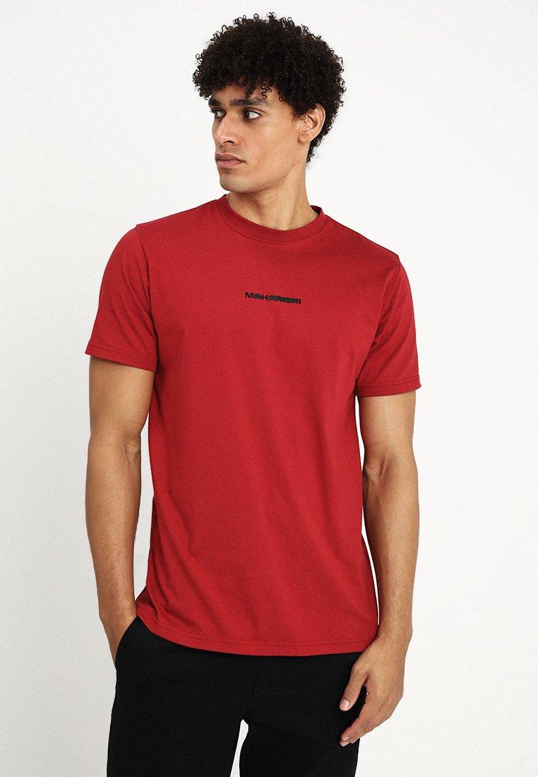 Maharishi - LONG REDACTED MILTYPE - T-shirt imprimé - deep red