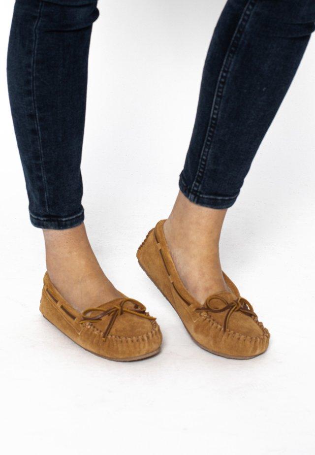 CALLY - Chaussures bateau - brown