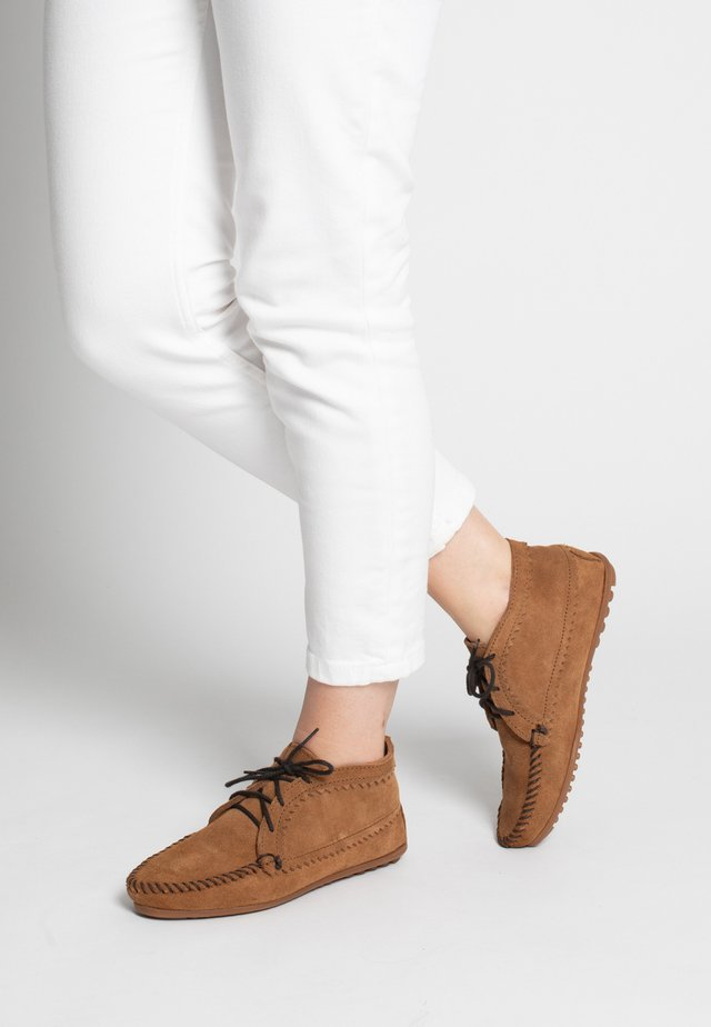 Lace-up ankle boots - cannelle