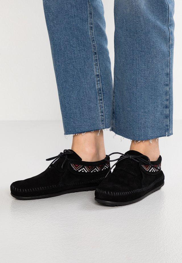 MOSAIC - Sznurowane obuwie sportowe - black