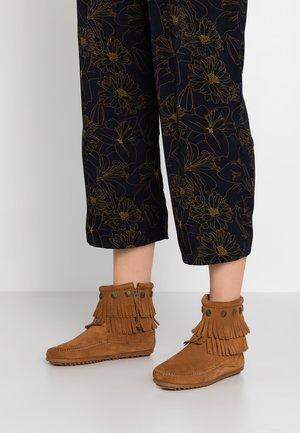 DOUBLE FRINGE SIDE ZIP - Ankelstøvler - brown