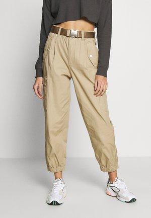 PANTS - Spodnie materiałowe - khaki