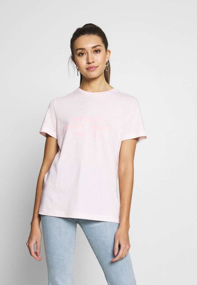 T-shirt med print - baby pink
