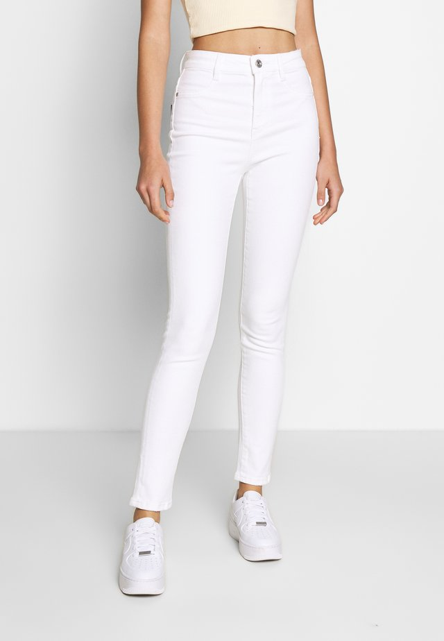 DWAYNE TROUSERS - Slim fit jeans - white