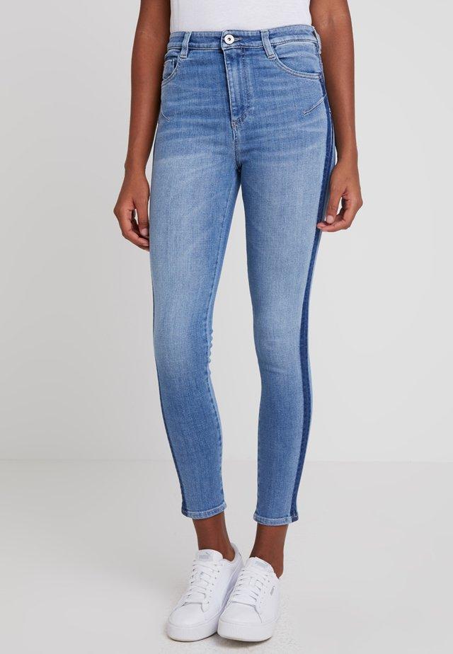 BETTIE CROPPED - Jeans Skinny Fit - blue denim