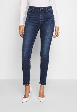 BETTIE CROPPED - Jeans Skinny Fit - light blue