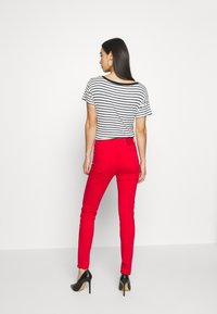 Miss Sixty - SOUL CROPPED - Jeans slim fit - bright red - 2