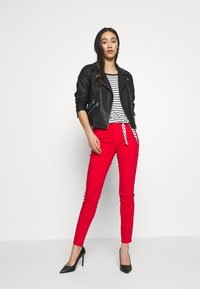 Miss Sixty - SOUL CROPPED - Jeans slim fit - bright red - 1