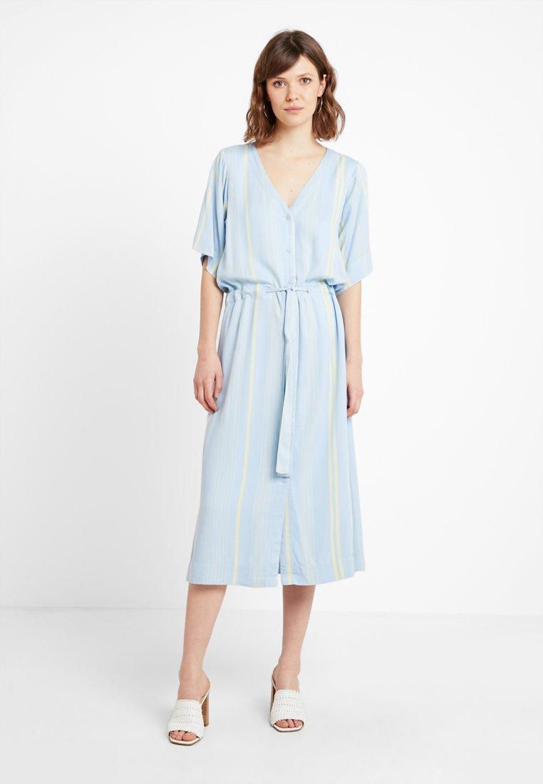 Minimum - POLIVIA MIDI DRESS - Shirt dress - skyway